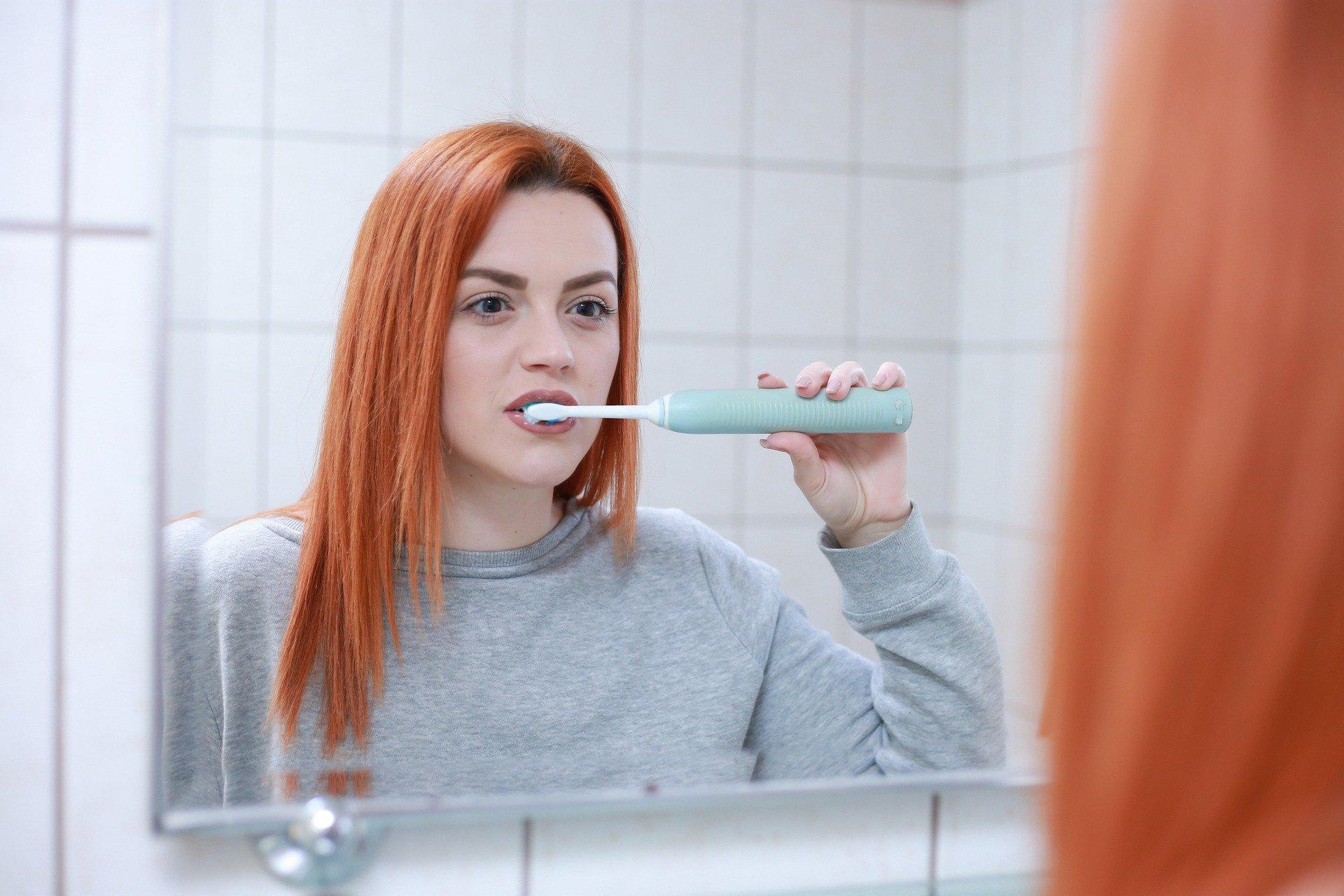 早上起來刷牙,想想有何減塑生活妙招?
