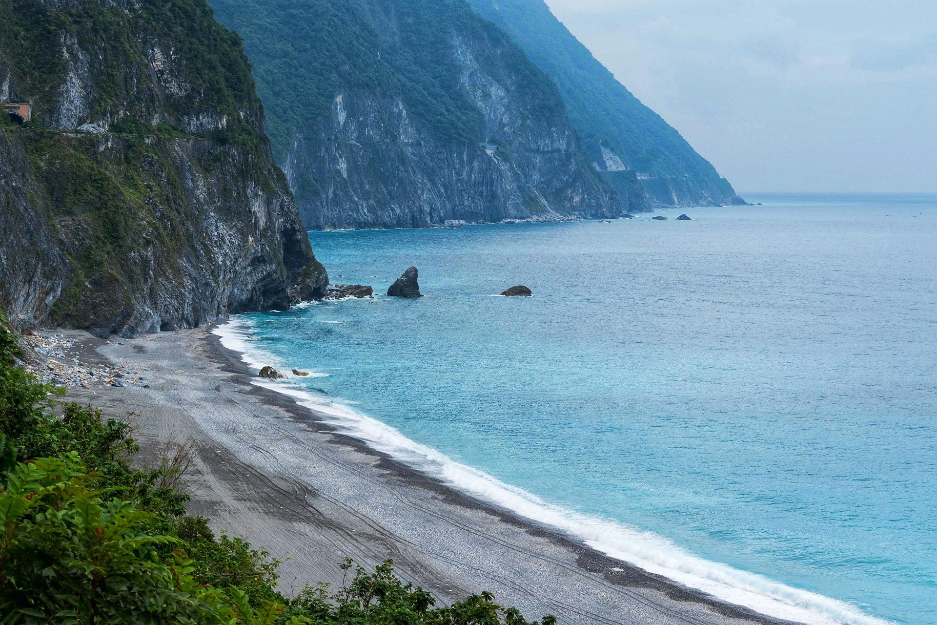花蓮清水斷崖一景,彷彿昭示著我們與海的不可分割,再不禁塑,美景就會消逝
