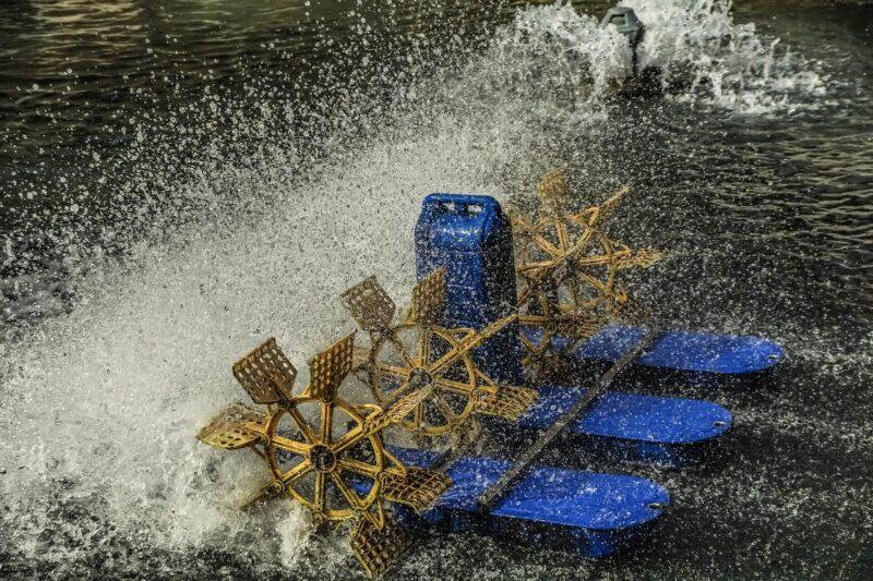 養殖漁業環境:魚塭水車打水